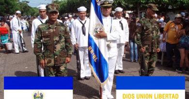 militares en honor a la bandera