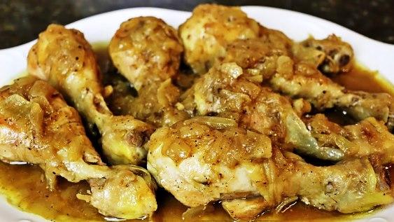 Pollo encebollado salvadoreño (receta)
