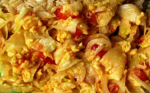 Flor de izote con huevo